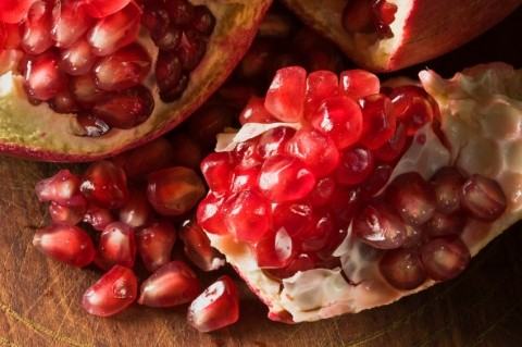 essays about health benefits of pomegranate Delicious mangoes have health benefits too it is an widely believed that whatever is tasty can never be healthy now mango is the king of all fruits,.